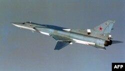 Арктикадағы халықаралық әуе кеңістігінде ұшып бара жатқан ресейлік ТУ-22 бомбалаушы ұшағы. Норвегиялық әскерилер 17 тамыз 2007 жылы түсірген сурет.
