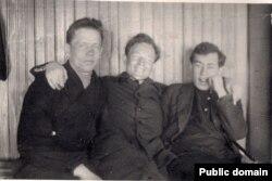 Ю. Таўбін (справа) у ссылцы ў Цюмені. 1935 год