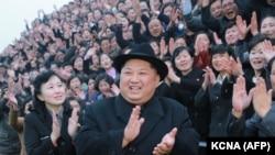 Северокорейский лидер Ким Чен Ын во время посещения педагогического университета в Пхеньяне. 17 января 2018 года.