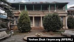 Фонтан у особняка княгини Барятинской давно не работает