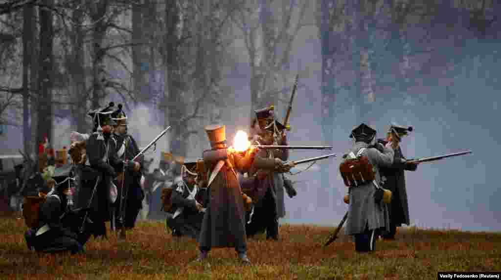 Пастаноўка бітвы на Бярэзіне 1812 году каля вёскі Брылі, Беларусь, 26 лістапада.