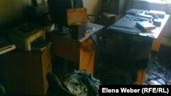"""Один из кабинетов редакции газеты """"Зеркало"""", пострадавший при пожаре. Темиртау, 7 ноября 2012 года."""