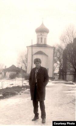 Уладзімер Караткевіч у Полацку. 1972 г. З асабістага фонду У. Караткевіча ў БДАМЛМ