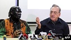 Indian activist Sudheendra Kulkarni (L), whose face was blackened by ink in an alleged attack, looks on as former Pakistani foreign minister Khurshid Mahmud Kasuri speaks to media in Mumbai on October 12.