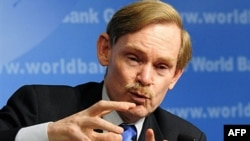 "World Bank chief Robert Zoellick said seeking protectionist solutions can make a bad situation ""much, much worse."""