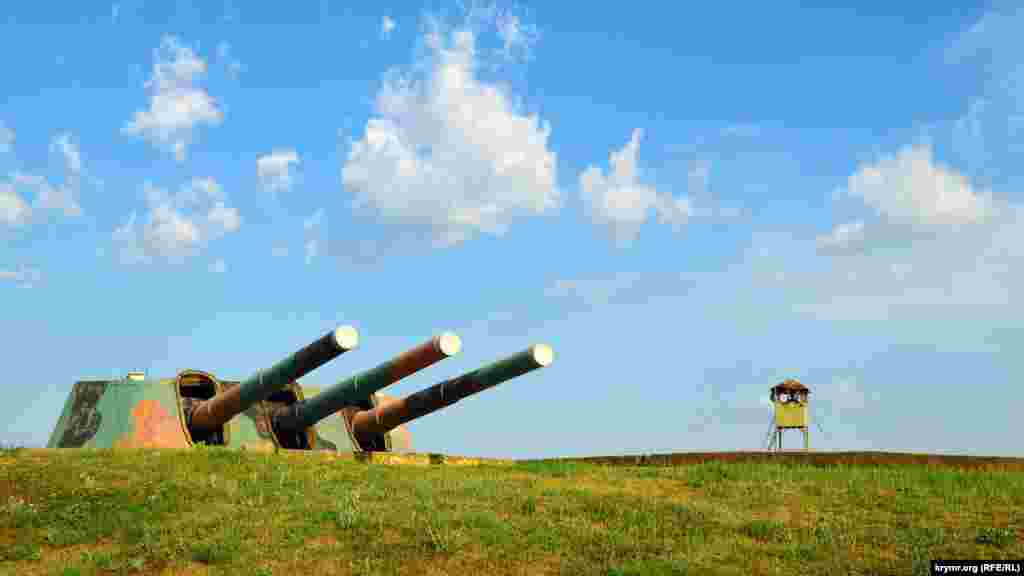 Башня батареи №30 близ поселка Любимовка, что под Севастополем. Во время войны батарея вела огонь до 17 июня 1942 года. Еще спустя неделю после захвата наземной части в подземных казематах шли ожесточенные бои