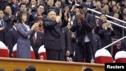 Phenjan: Kim dhe Rodman kanë shikuar edhe një ndeshje basketbolli.