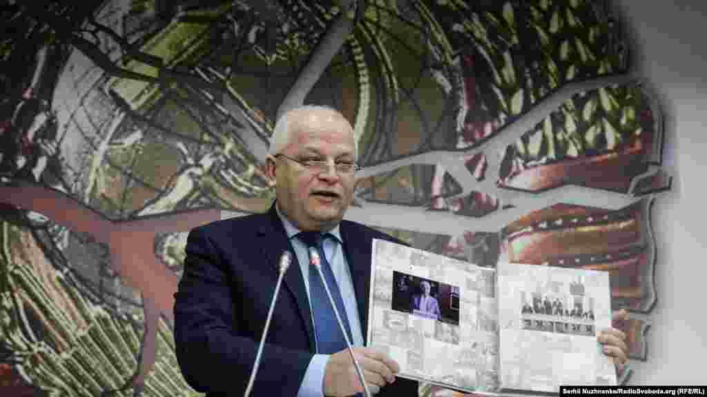 Степан Кубів презентує книгу «Біловезька угода. 8 грудня 1991 року»