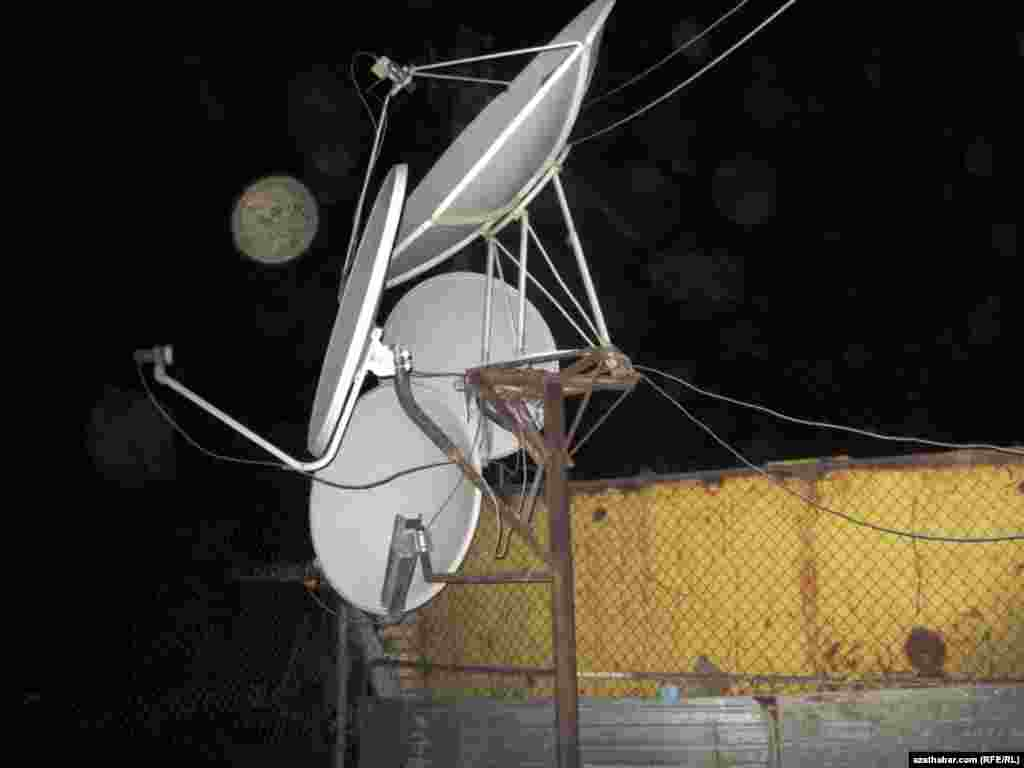 Bir hojalykda 4 hemra antennasynyň bardygyny hem görmek bolýar