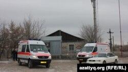 Березовка ауылында тұрған жедел жәрдем көліктері. 4 желтоқсан 2014 жыл.