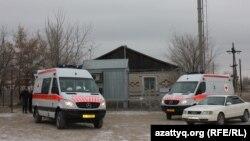 Машины скорой помощи в селе Березовка. Западно-Казахстанская область, 4 декабря 2014 года.