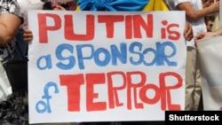 Плакат на мітингу на підтримку України у Варшаві, червень 2014 року