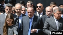Armenia - Former President Levon Ter-Petrosian visits the Armenian genocide memorial in Yerevan with his granddaughter and political allies, 24Apr2016.