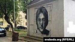 Жон Леннондун Беларуста дубалга тартылган сүрөтү.