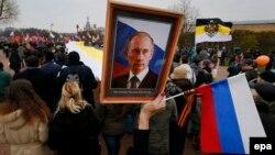 Портрет Владимира Путина на марше сторонников российских националистических движений. Санкт-Петербург, ноябрь 2014 года
