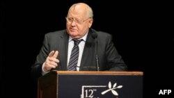 Выступление президента СССР Михала Горбачёва на встрече лауреатов Нобелевской премии мира в Чикаго