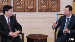 Хитой ТИ вазири ўринбосари Ч.Цзюн (чапда) ва Сурия Президенти Б.Ал-Ассад, Дамашқ, 2012 йил 18 феврал.