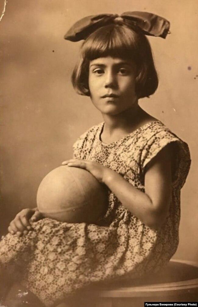 Айше Диттанова в детстве