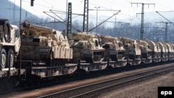 АКШнын Европага аскерий машыгуулар үчүн алынып келинген танктары. Германия, 20-март, 2015-жыл.