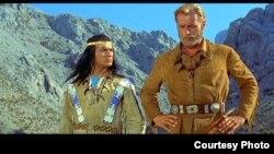 Scenă de film cu actorii Piere Brice și Lex Barker