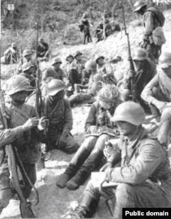 Бойцы РККА в перерыве между боями, озеро Хасан, август 1938 года