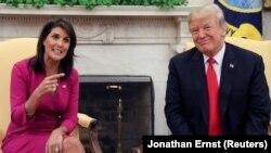 Nikki Haley dhe presidenti Donald Trump në Zyrën Ovale