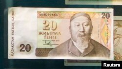 Ескі 20 теңгелік банкнот. Алматы, 23 қазан 2013 жыл.
