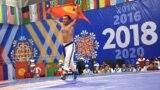 <p>Кыргызстандын кыргыз күрөш боюнча улуттук курама командасынын өкүлдөрү III Дүйнөлүк көчмөндөр оюндарынын алкагында болгон мелдеште бардык алтын медалды алышты.<br /> Сүрөттө: 84 килограммга чейинки салмактагылар арасында чемпион болгон Чыңгыз Чалабаев.</p>