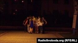 Молодь на вулицях Донецька після скорочення бойовиками коменданської години