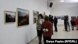 Многие гости вернисажа обещали вернуться, чтобы уже в спокойной обстановке и в тишине рассмотреть фотографии, которые, как и абхазские горы, не терпят толкотни и спешки