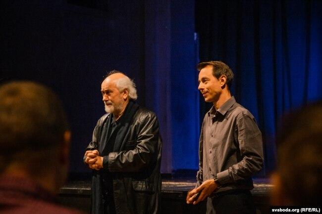 Директор Юрий Крывеньки (слева)