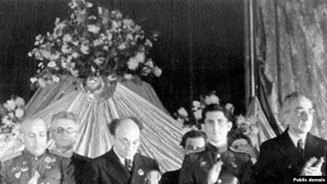 Президиум Еврейского антифашистского комитета.  В центре - Соломон Михоэлс.