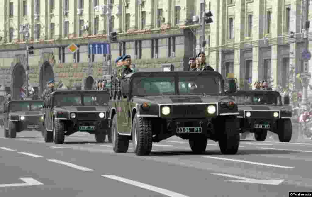 Військовий парад з нагоди Дня Незалежності 24 серпня 2008 року в Києві (фото з офіційного сайта Президента України) - Парад День Незалежності 6