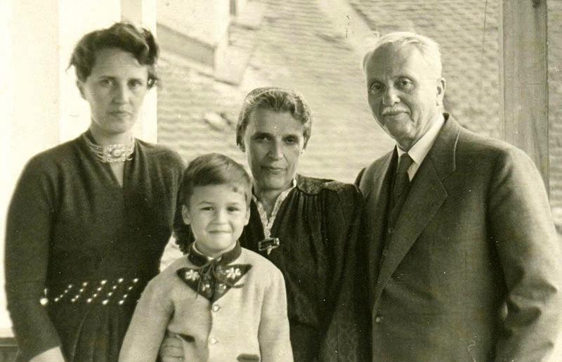 Diana sa suprugom Dr Julijem Budisavljevićem, kćerkom i unukom