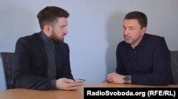 Роман Дубинський разом із журналістом «Донбас Реалії» Левком Стеком