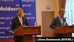 Comisarul european Johannes Hahn și premierul Iurie Leancă