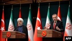 Prezident Rejep Taýyp Erdogan eýranly kärdeşi Hassan Rohani bilen metbugat ýygnagynda çykyş edýär, 16-njy aprel, 2016, Ankara.