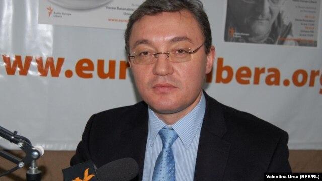 Igor Corman în studioul Europei Libere la Chișinău