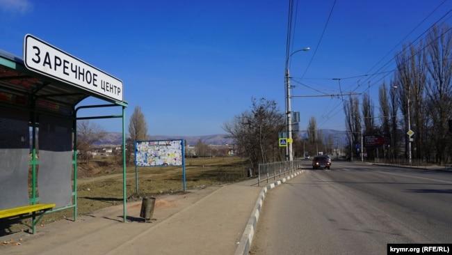 Через село Заречное проходит автодорога Симферополь-Ялта
