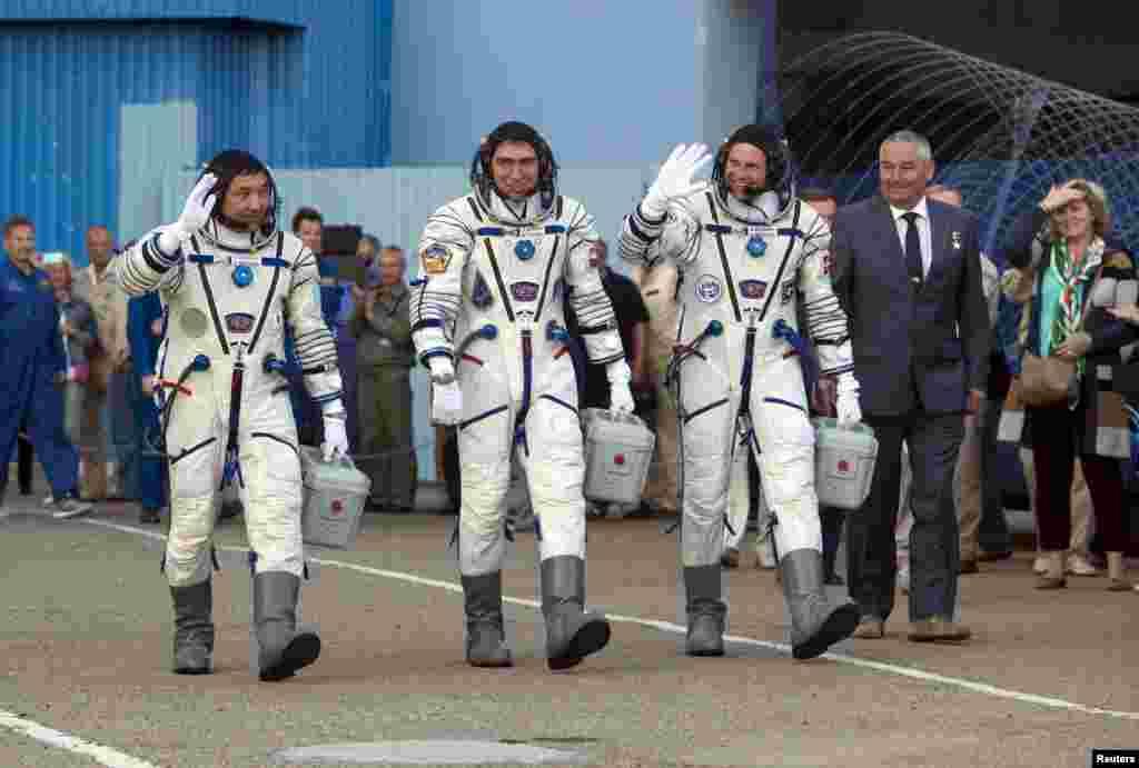 Казахстанский космонавт Айдын Аимбетов отправился на МКС2 сентября 2015 года с космодрома Байконурв составе экипажа космического корабля «Союз ТМА-18М». Вместе с ним в космос отправились российский космонавт Сергей Волков и астронавт Андреас Могенсен.