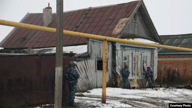 Police conduct a special operation against suspected Islamist militants in Tatarstan's Nurlat district on November 24.