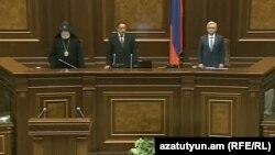 Կաթողիկոսը, ամենատարեց պատգամավոր Կնյազ Հասանովը և նախագահ Սերժ Սարգսյանը նորընտիր ԱԺ-ի առաջին նիստում, 18-մայիսի, 2017 թ․