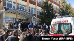 Изгаснат пожарот во болницата во Истанбул