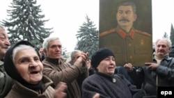 Qori şəhərində Stalini etdiklərinə görə demək olar ki, mühakimə etmirlər