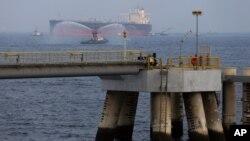 ნავთობის ტანკერი არაბთა გაერთიანებული საამიროების ქალაქ ფუჯაირის ნავსადგურთან