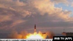 """Eronning IRIB televideniesi namoyish qilgan """"Xurramshahr"""" raketasining uchirilishi"""