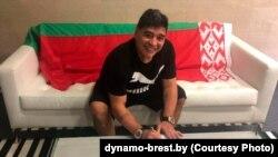 Maradona potpisuje ugovor sa Dinamom iz Bresta, 17. maj