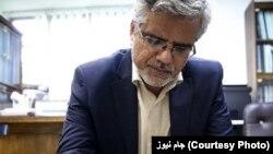 محمود صادقی تصویر نامه نمایندگان به علی لاریجانی را در توییتر منتشر کرده، اما به نام دیگر امضا کنندگان اشاره نکرده است