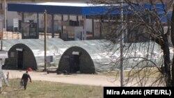 Šatori na graničnom prijelazu Vardište nadomak Višegrada, na istočnoj granici Bosne i Hercegovine sa Srbijom