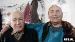 Uzunömürlülər İsmayıl (100 yaş) və Mirasta (84), Xaçmaz rayonu, 2006